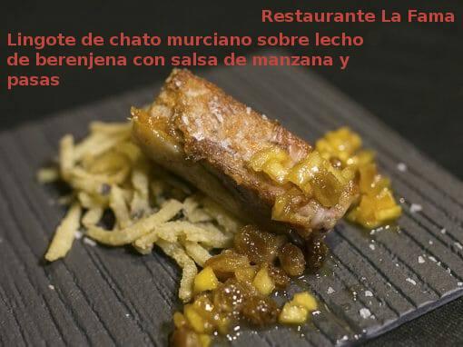Tapa Lingote de chato murciano sobre lecho de berenjena<br />     con salsa de manzana y pasas en Restaurante La Fama- X ruta Tapa y el cóctel de Cehegín