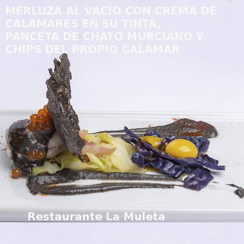 Tapa MERLUZA AL VACÍO CON CREMA DE CALAMARES EN SU TINTA, PANCETA DE CHATO MURCIANO Y CHIPS DEL PROPIO CALAMAR en Restaurante La Muleta- XI ruta Tapa y el cóctel de Cehegín 2019