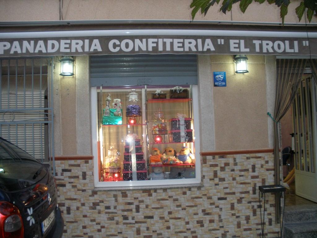 Panadería Confitería El Troli