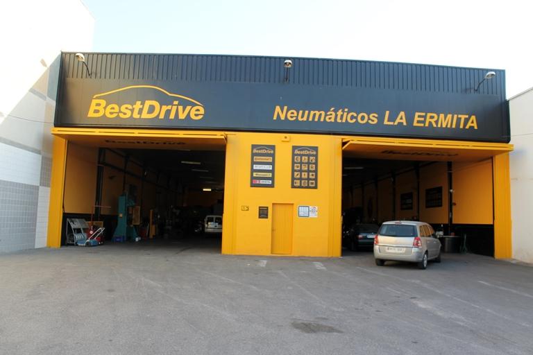 Neumáticos La Ermita en el Poligono Industrial