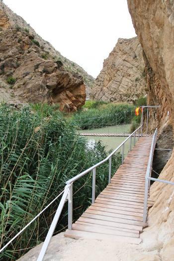 Puente Colgante del Solvente en Ojós sobre el Río Segura