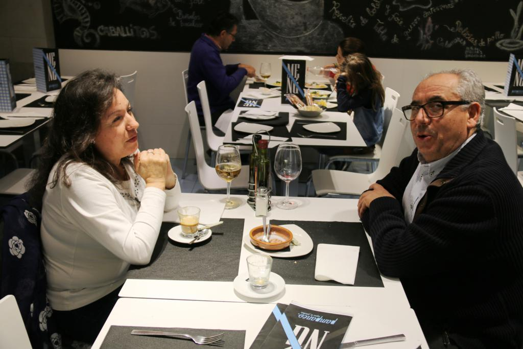 Pampaneo, Nuestro Local y Clientes