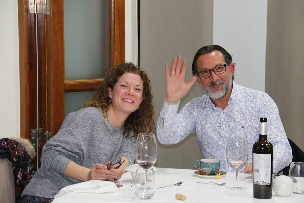 Cena en Restaurante La Chimenea con Actuación de Natalia y Josué