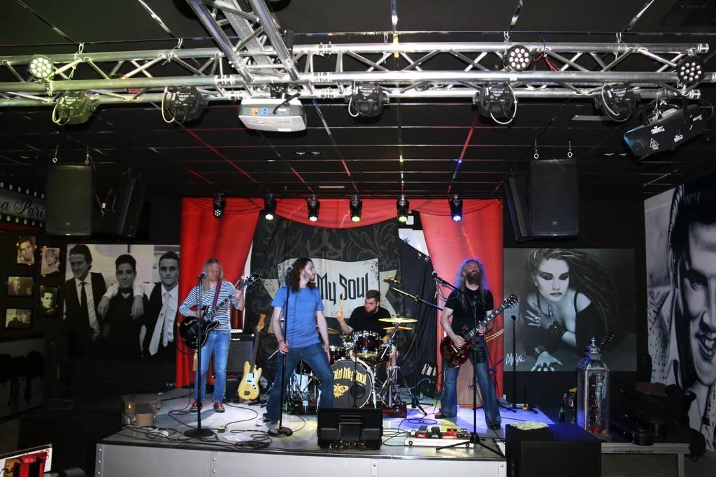 Concierto Sold My Soul en Sala Music Joll desde Polonia