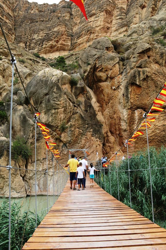 Inauguración Puente Colgante en el Solvente de Ojós