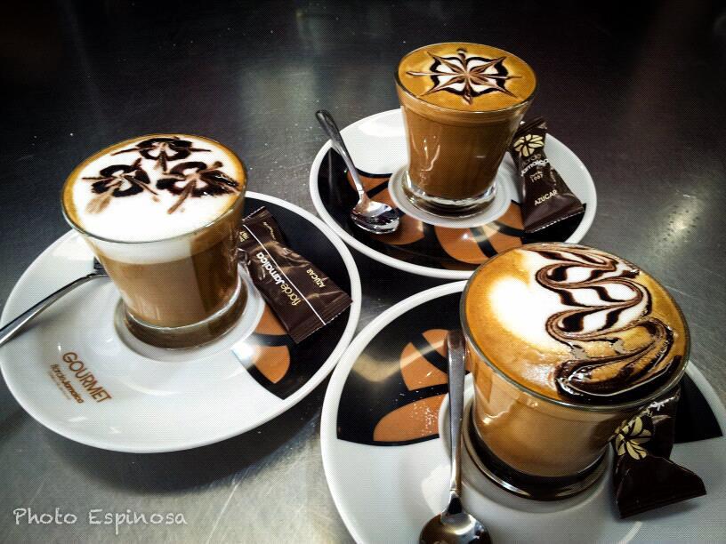 Los domingos las chicas tienen el café gratis en Lemom
